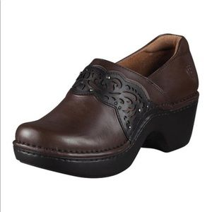 ARIAT tambour hazelnut leather clogs
